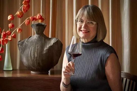 葡萄酒大师杰西斯·罗宾逊
