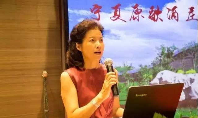 阳光星期八葡萄酒文化交流中心总经理刘艳霞致辞